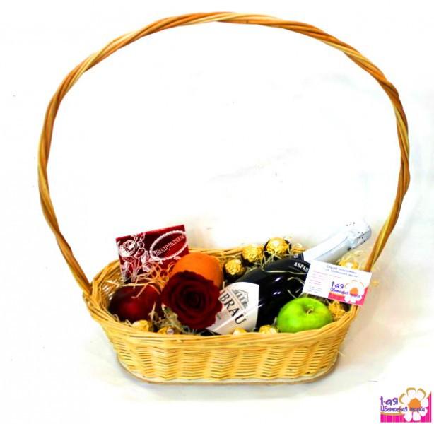Корзина с фруктами и конфетами в подарок 190