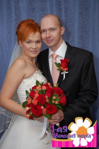 Яркой невесты из крупных красных роз