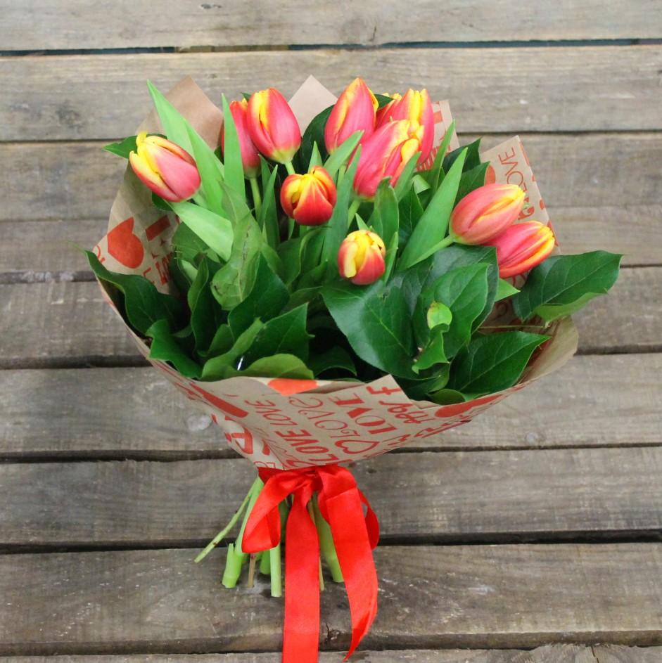Букет с доставкой тюльпаны подарок в благодарность женщине