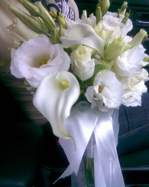 Букет невесты фрезии антуриум каллы цветы